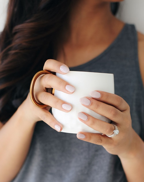 How to choose the best nail colors for fair skin? ~ SoFWIReD