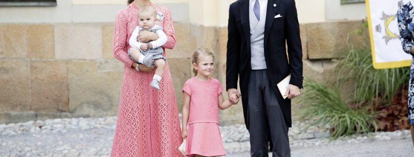 What are the types of dress that the christening should wear?